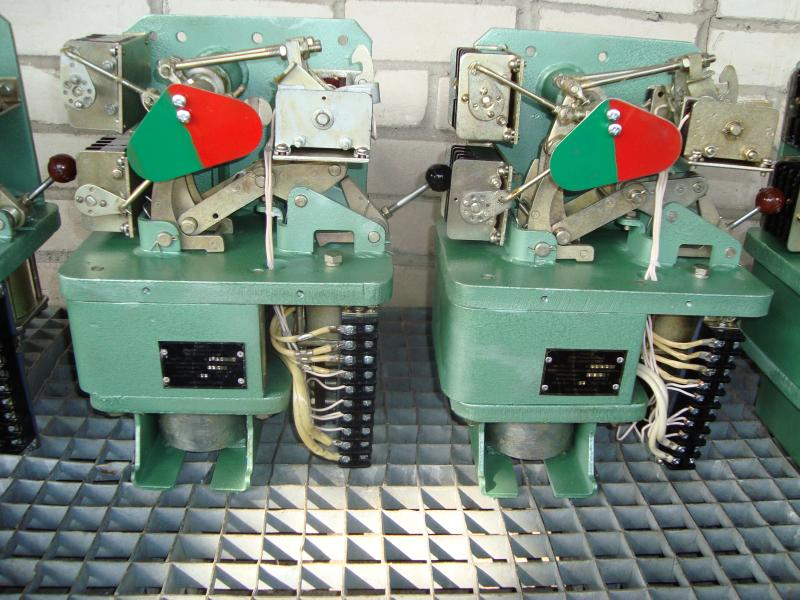 Продам привод ППО-10 У2 к масляному выключателю ВПМП-10.  Комплектуем любую схему релейной защиты.